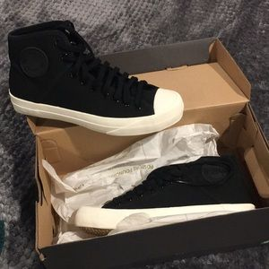 NEW PF FLYERS black canvas in box!!! Size 6